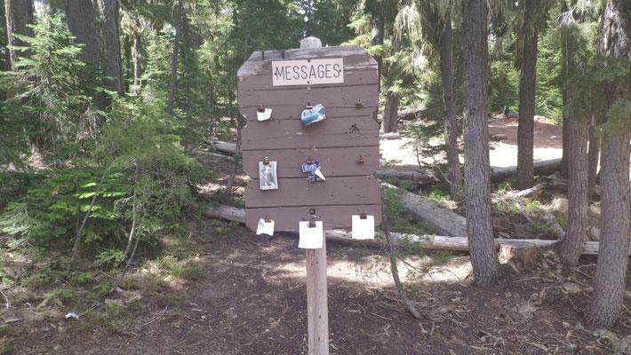 Mitteilungsbord in der Nähe des Watercaches