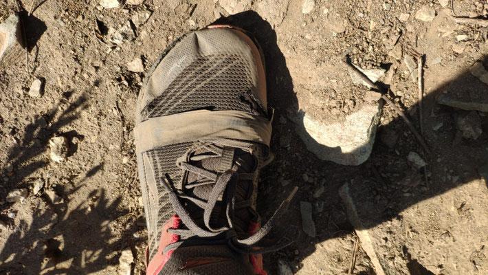 Ollis Schuhe mal wieder durch. Das Gaffatape hielt immerhin 2 Tage!