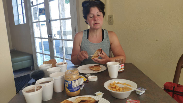Kleines Frühstück, viele Becher ...