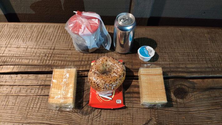 Abendmahl auf der Bank vor der Tankstelle um 23 Uhr!