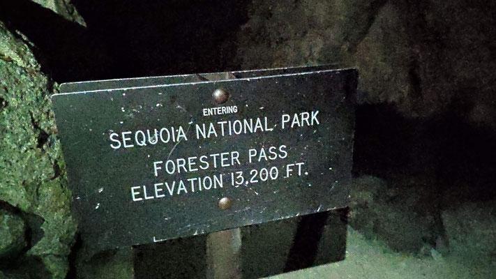 Den höchsten Punkt des PCTs, den Foresterpass in 4009 m-Höhe, haben wir erst nach Einbruch der Dunkelheit erreicht