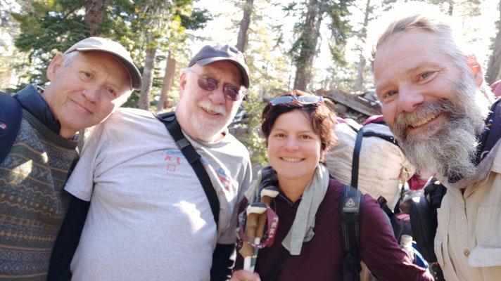 Howard und Jim, zwei Lehrer in Rente, die oberhalb vom Parkplatz Carson Pass fotografierten.