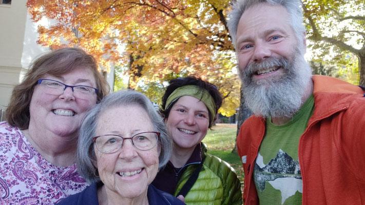 Sharon und ihre Mutter Theresa fuhren Sabine zum Trailhead zurück