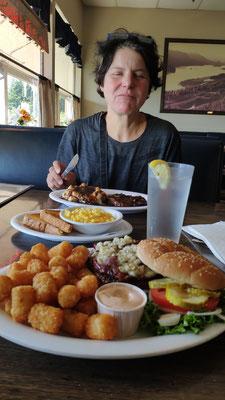 Essen im Cascade Inn ...