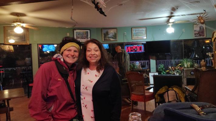 Melinda und ich im Restaurant in Belden