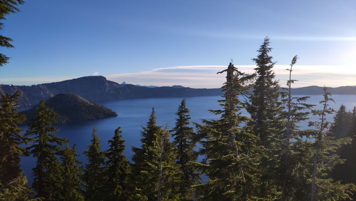Crater Lake kurz nach Sonnenaufgang