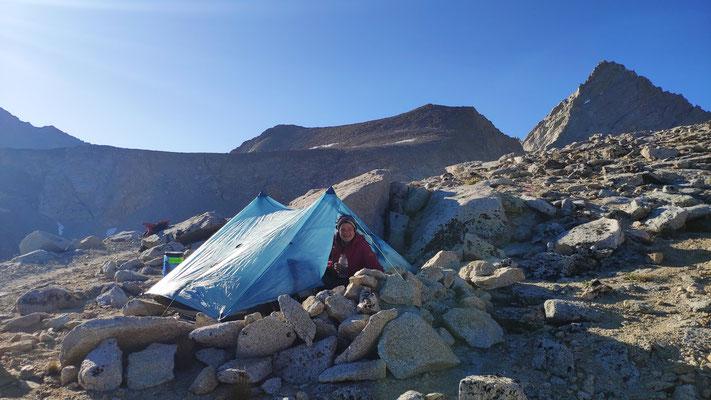 Einsamer Zeltplatz in eisiger Höhe, auf dem Forester Pass (4009 m), dem höchsten Punkt des PCT