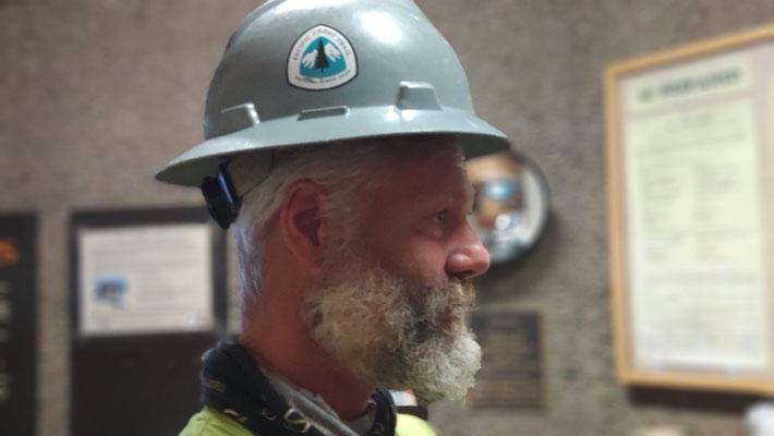 Helm aus der Hikerbox. Passt, brauche ich aber nicht ;-)