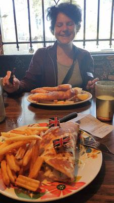 Die batter der Fish & Chips und der Kabeljau waren super, Olli hat Chicken Gyro