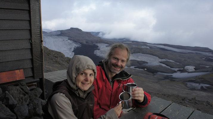 Island (2012) - Die Berghütte Fimmvörðuhálskáli auf dem Pass zwischen den beiden Vulkanen Eyjafjallajökull und Mýrdalsjökull