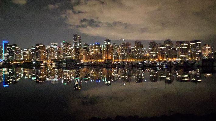 Vancouver by night, vom Stanley Park aus gesehen