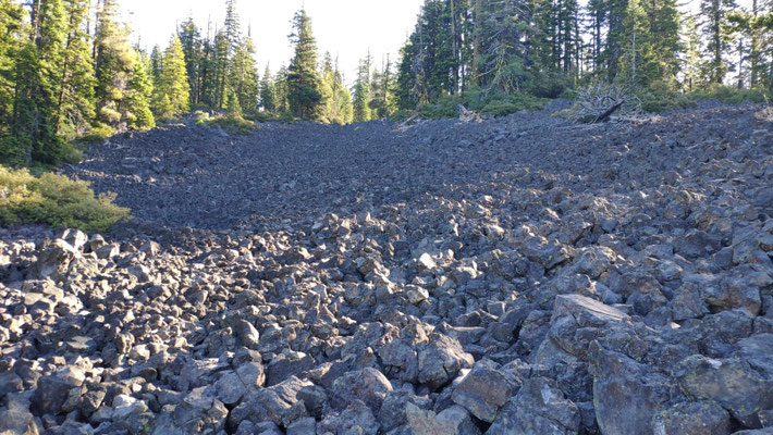 Unendliche Geröllfelder, Überbleibsel vom Vulkanausbruch des Mt. Manzama vor etwa 7700 Jahren