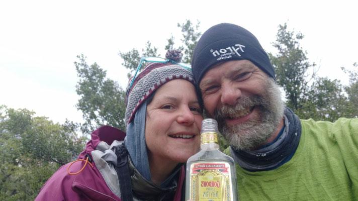 Einen Schluck Gin zum aufwärmen - es war richtig kalt!
