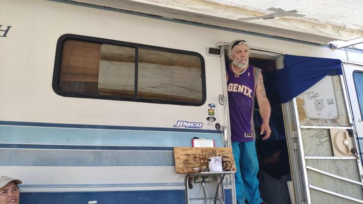 Grund: Sonny und sein Wohnmobil. Toller Treffpunkt für Hiker.