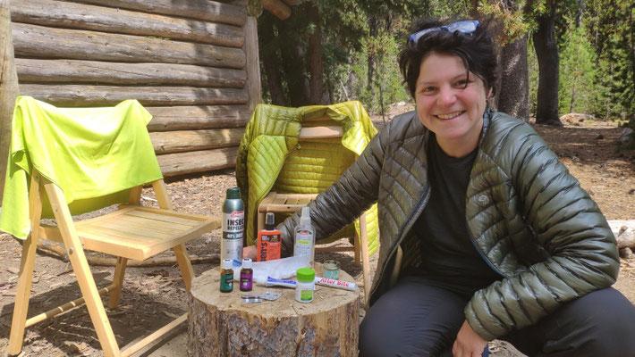 Nachtrag: Sabine mit sämtlichen Anti-Moskito-Mittelchen