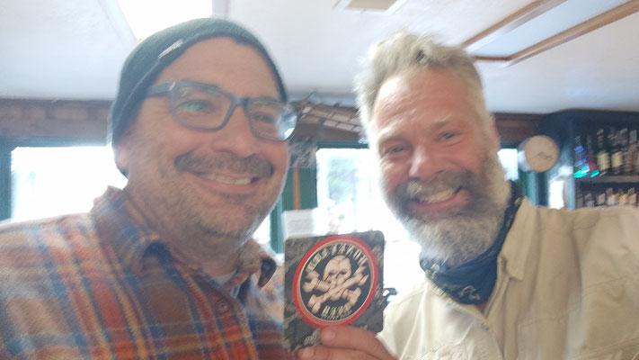 Dort Kyle an der Bar getroffen, hat uns ein Bier gespendet