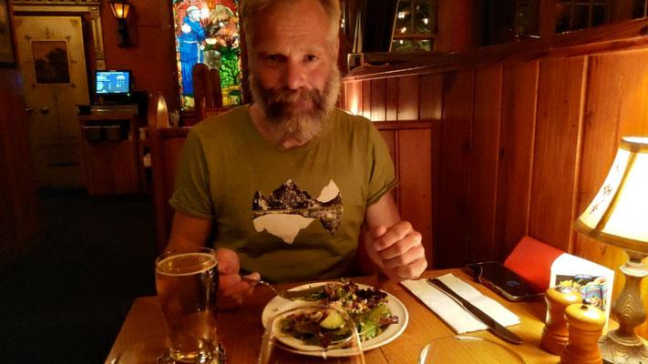 "Ein ""Happy-Hour-Salat"" im McMenamins"