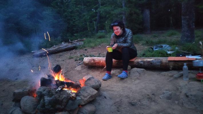 Zur Krönung des Tages ein wärmendes Lagerfeuer