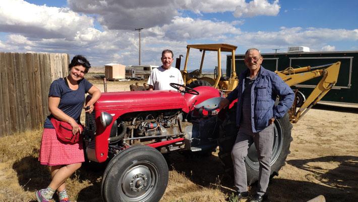 Terrie, der Besitzer vom Wee Vill Market ist ein Traktor-Fan