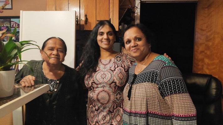 Drei Generationen schmeißen das Management: Jamnaben, Roshni und Ila (Großmutter, Tochter und Mutter)