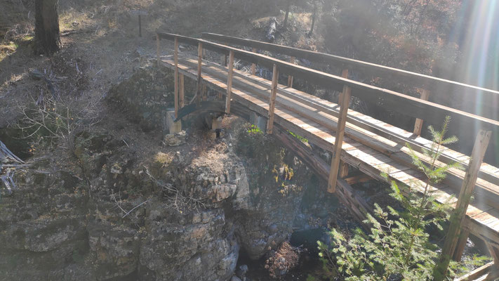 """Brücke zum """"Scheiß""""-Zeltplatz"""