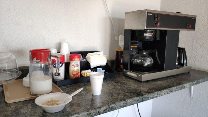 """... es gab Oatmeal, """"Pops"""" und Kaffee."""