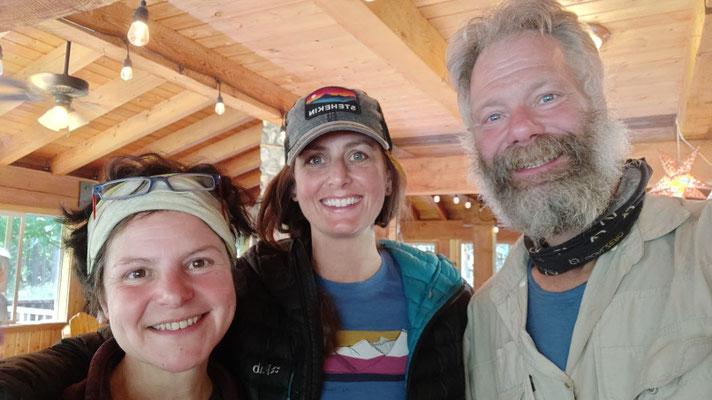 Mit Mitarbeiterin Megan, die wir am Vortag auf dem Trail kennengelernt hatten