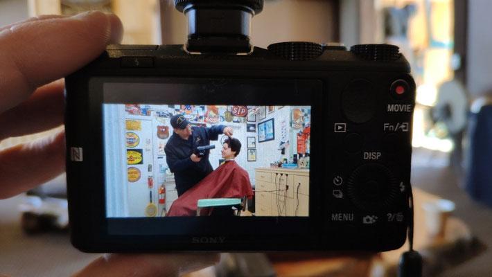 Sabine beim Barbier