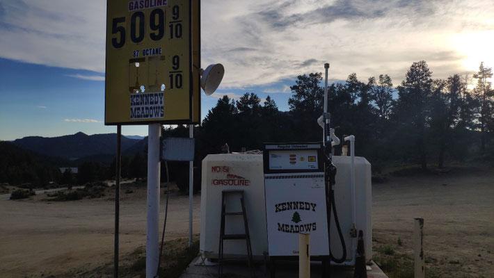 Ausflug nach Kennedy Meadows - hat sogar eine Tankstelle!
