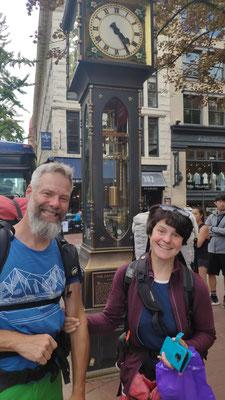 Downtown Vancouver: Vor der weltweit ersten Dampfuhr, der Gastown Steam Clock