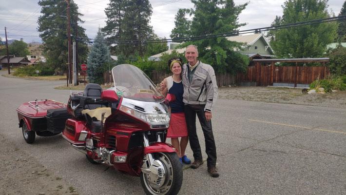 Mit Scott, der eine Honda Goldwing mit Anhänger fährt