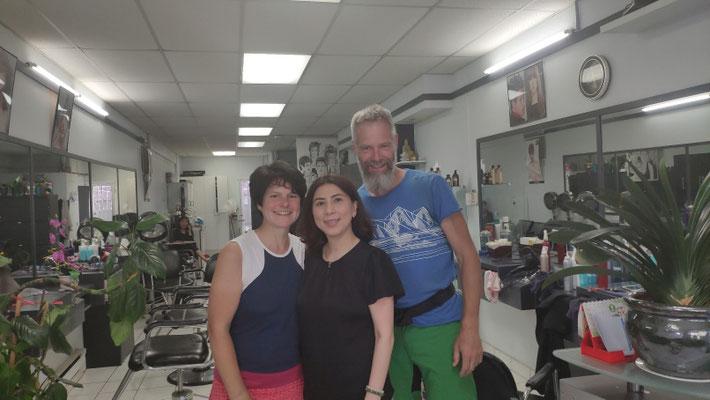 Im vietnamesischen Frisörgeschäft, mit Chefin Kim, die uns super die Haare gemacht hat