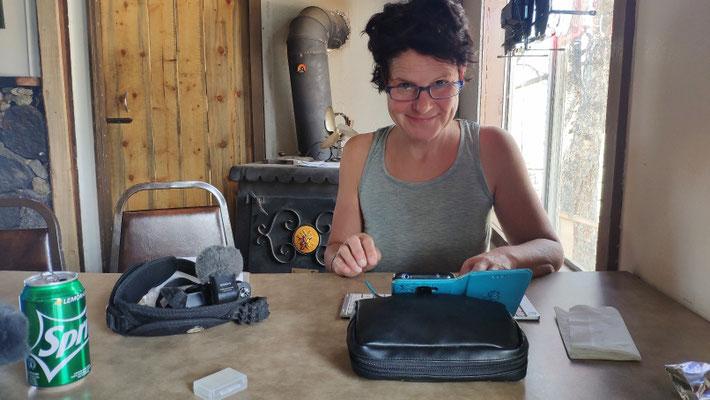 Sabine schreibt gerade den neuen Artikel für die Marbacher Zeitung