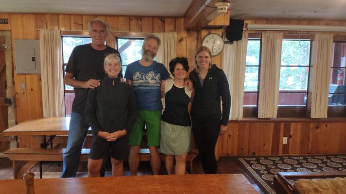 Unsere Gastgeber Annette und Pat der Mountaineering Stevens Lodge und Hikerin Pippi