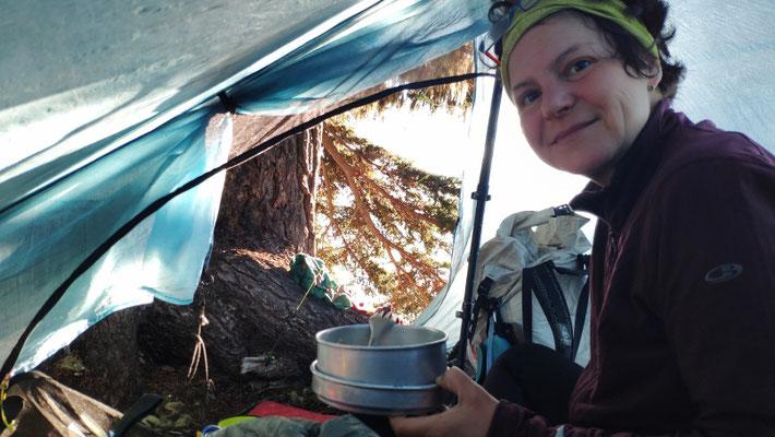 Frühstück im Zelt