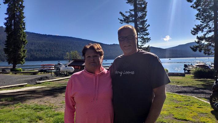 Julie und Nico, die das Shelter Cove Resort zusammen führen