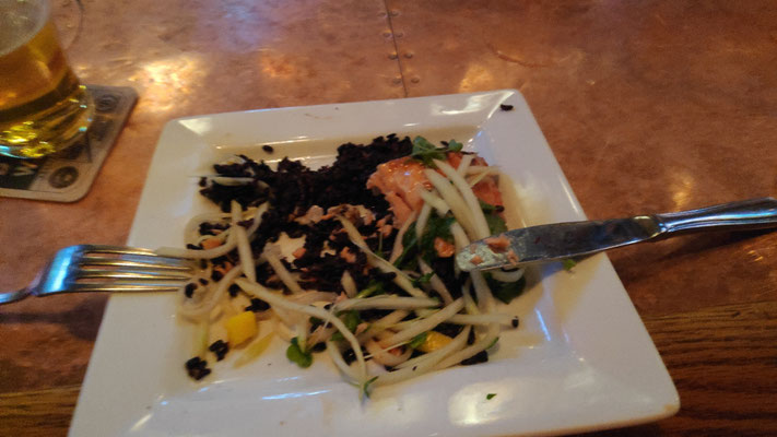 Sabines Essen: Lachs mit schwarzem Reis und Mango-Papayasalat