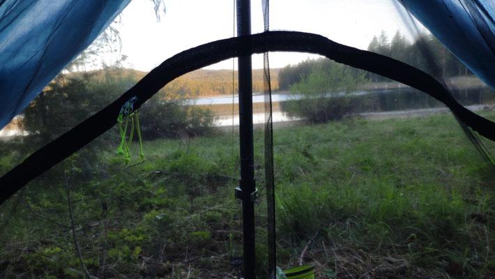 Erster Blick am Morgen aus dem Zelt
