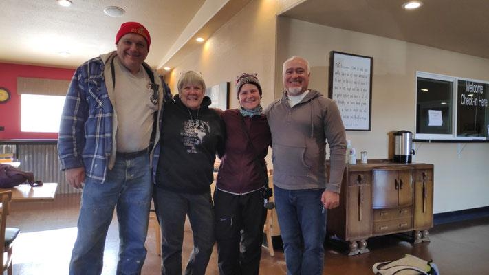 Mit Ron, Bon und Senior Pastor Ken im Cafe der Kirche