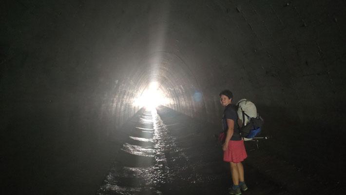 Tunnel unter der Freeway 14