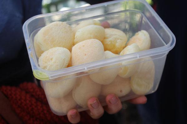 """Brötchen aus Maniokmehl sind in Brasilien als """"Pão de queijo"""" beliebt"""