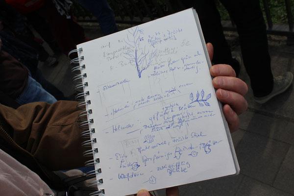 Die gelungene Führung sorgte für gefüllte Notizbücher
