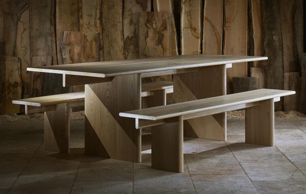 """Table et banc """"T"""" en chêne massif. Pierre Dubourg 2016"""