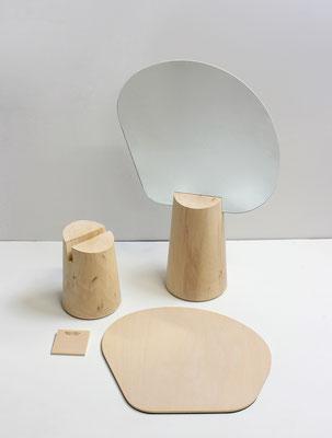 Détail du montage. Le miroir est maintenu sur le socle avec une cale en hêtre massif. Pierre Dubourg 2012