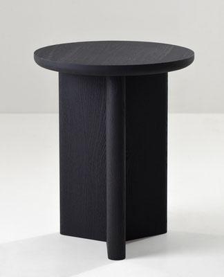 Tabouret Y en chêne massif teinté noir. Pierre Dubourg 2018