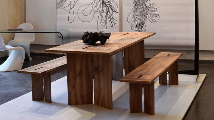 Ensemble Mire ( bancs + table) en noyer massif. Photo: Alain Surelle. Pierre Dubourg 2018