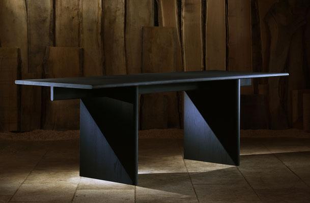 """Table """"T"""" en chêne massif teinté noir. Pierre Dubourg 2016"""