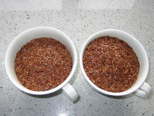 zwei tassen leinsamen
