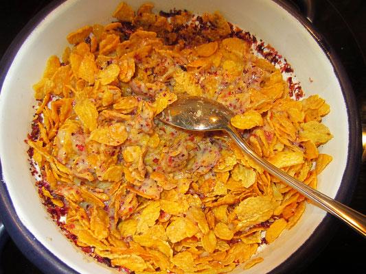 zum schluss die cornflakes zugeben und vermischen und leicht die flakes zerdrücken