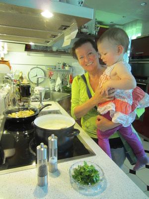 .... 15 min. kräftig köcheln lassen - mein enkerl fand diese suppe auch lecker! meine tochter natürlich auch!!